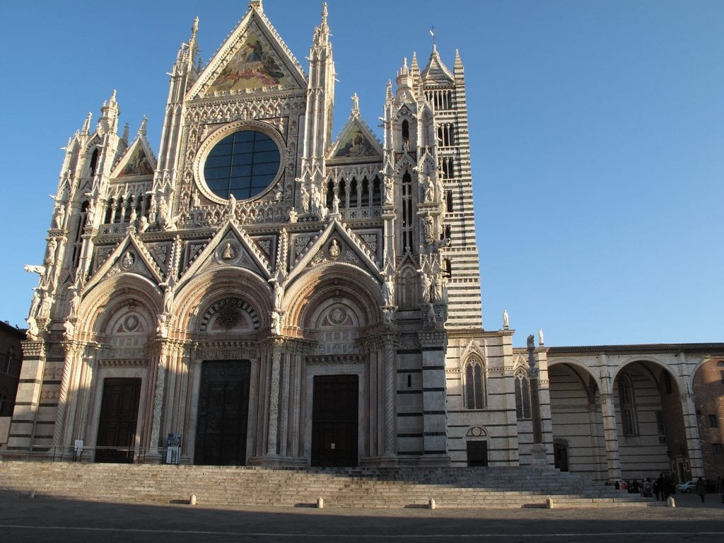 Facciata del Duomo Duomo di Siena parte inferiore sienaalberghi.it